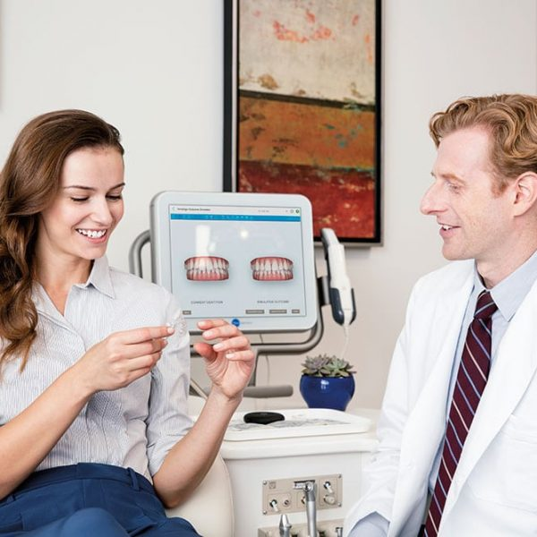 Imnvisalign-Doctors-with-Patient.jpg